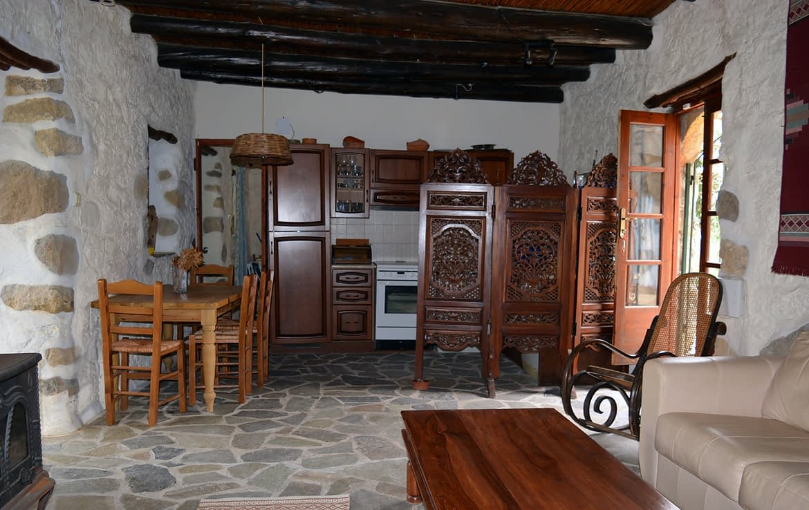 A Traditional Stone House Aspros Potamos